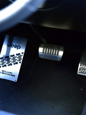 JEEP GRAND CHEROKEE PEDALS AND FOOTREST - Quality interior & exterior steel car accessories and auto parts