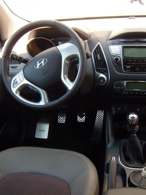 HYUNDAI IX35 PEDALS AND FOOTREST - Quality interior & exterior steel car accessories and auto parts