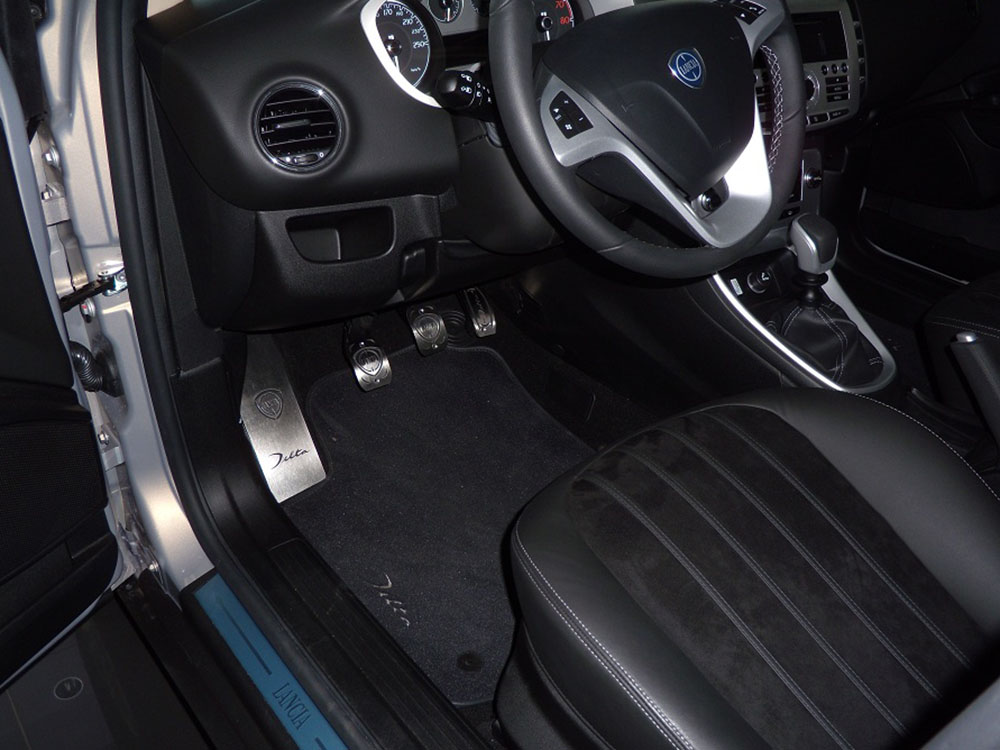 LANCIA DELTA PEDALS AND FOOTREST - autoCOVR | quality crafted ...