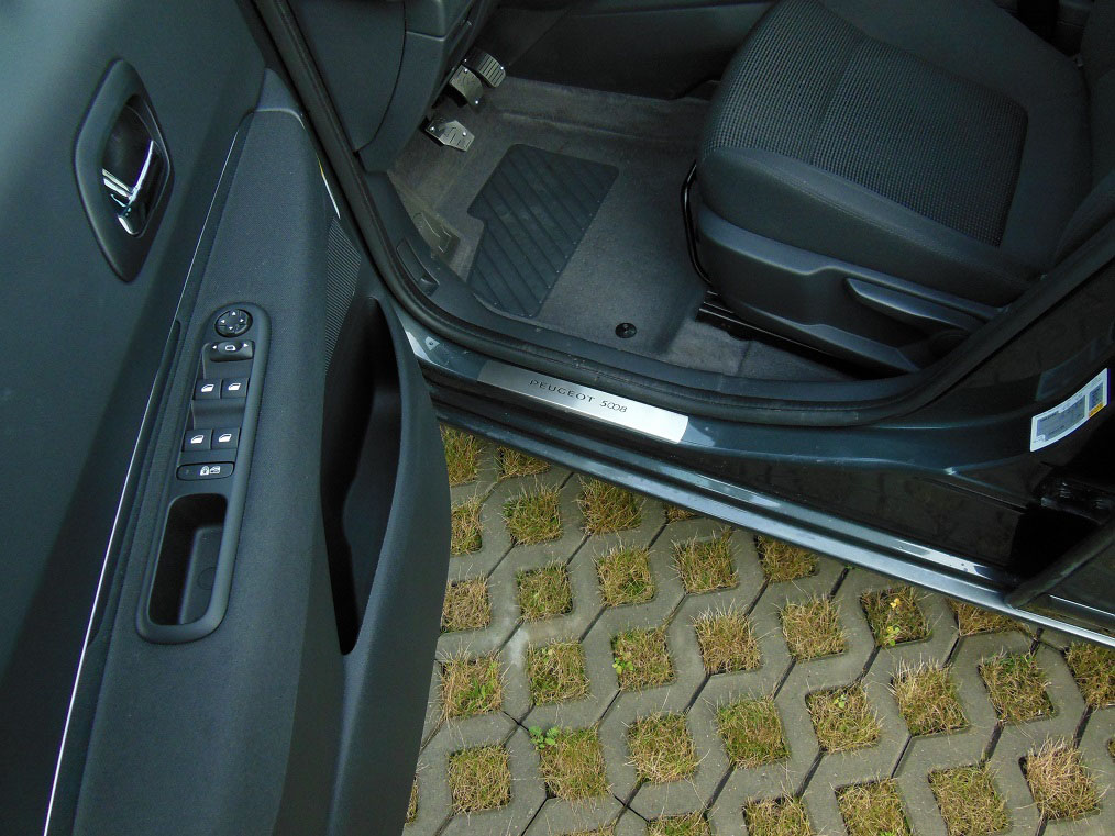 Precision Fit Seat Covers >> PEUGEOT 5008 DOOR SILLS - autoCOVR | quality crafted automotive steel covers