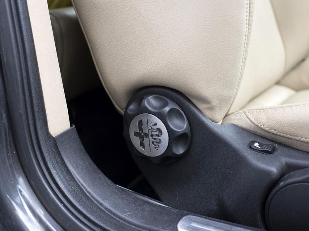 ALFA ROMEO BRERA SPIDER FRONT SEAT ADJUSTMENT KNOB COVER AutoCOVR - Alfa romeo seat covers