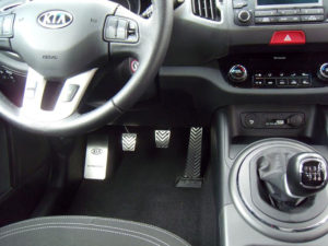 KIA SPORTAGE PEDALS AND FOOTREST