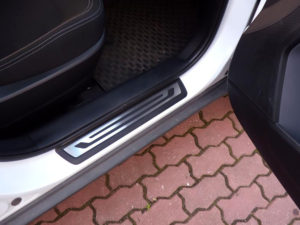 KIA SPORTAGE DOOR SILLS - Quality interior & exterior steel car accessories and auto parts